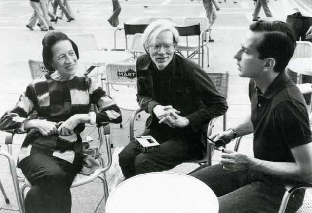 Diana Vreeland, Andy Warhol e Fred Hughes in Piazza San Marco a Venezia, estate 1973. Tratte da E