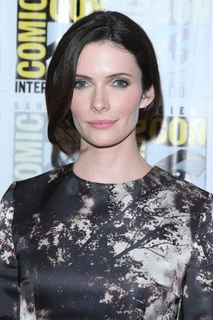 Enchanting Bitsie Tulloch in printed forest dress at 2014 SDCC